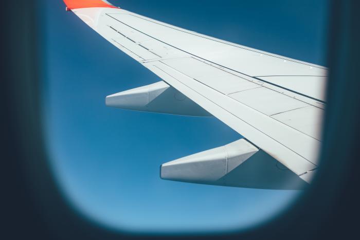 do-pracy-w-opiece-samolotem